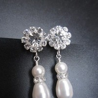 Jewelry, Bridesmaids, Bridesmaids Dresses, Fashion, white, silver, Earrings, Wedding, Bridal, Crystal, Swarovski, Drop, Rhinestone, Pearl, Etsy, Sparkling, Handcrafted, European bride - wedding special occasion jewelry, Post earrings