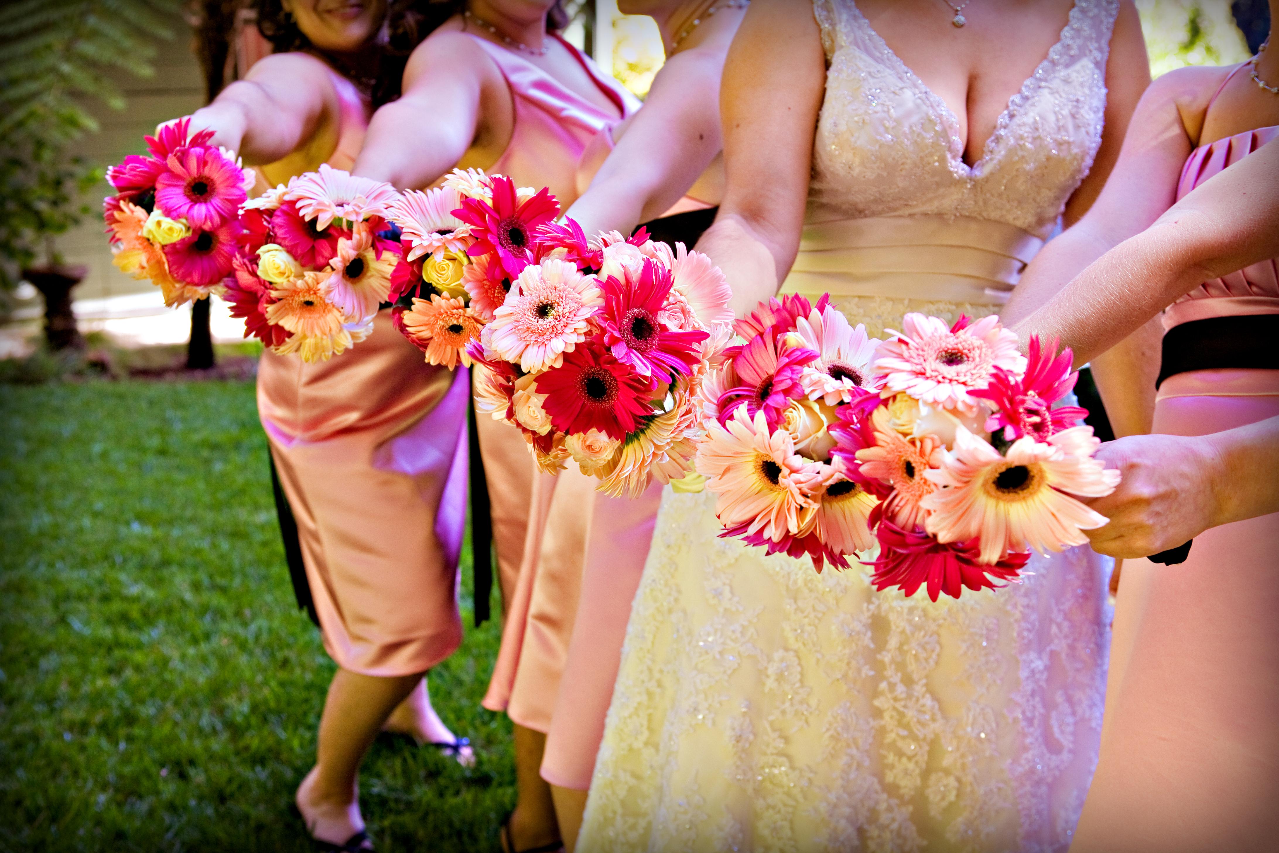 Ceremony, Flowers & Decor, Bridesmaids, Bridesmaids Dresses, Fashion, white, pink, black, Ceremony Flowers, Bridesmaid Bouquets, Flowers, Roses, Daisy, Bouquets, Gerbera, Gerber, My elegant event, Flower Wedding Dresses