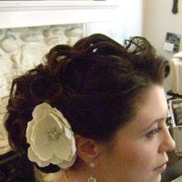 Beauty, Flowers & Decor, Makeup, Wavy Hair, Bride, Flower, Hair, Wavy, Natural, Up-do