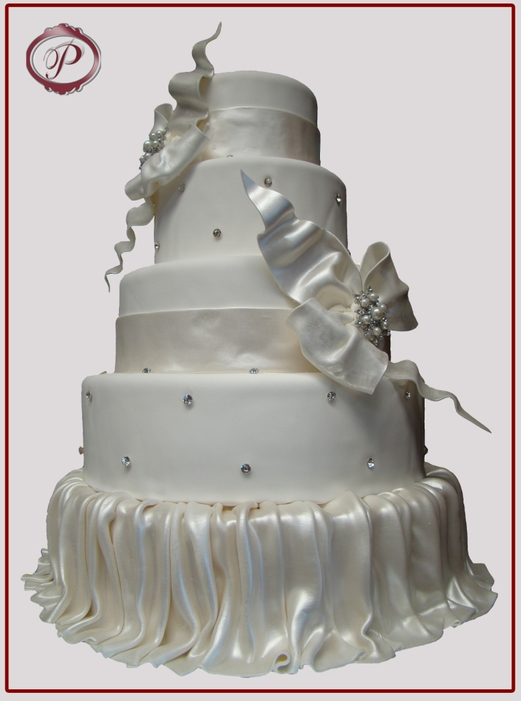 Jewelry, Cakes, white, silver, cake, Brooches, Wedding, Fondant, Elegant, Bows, Skirt, Pearlized, Palermo bakery