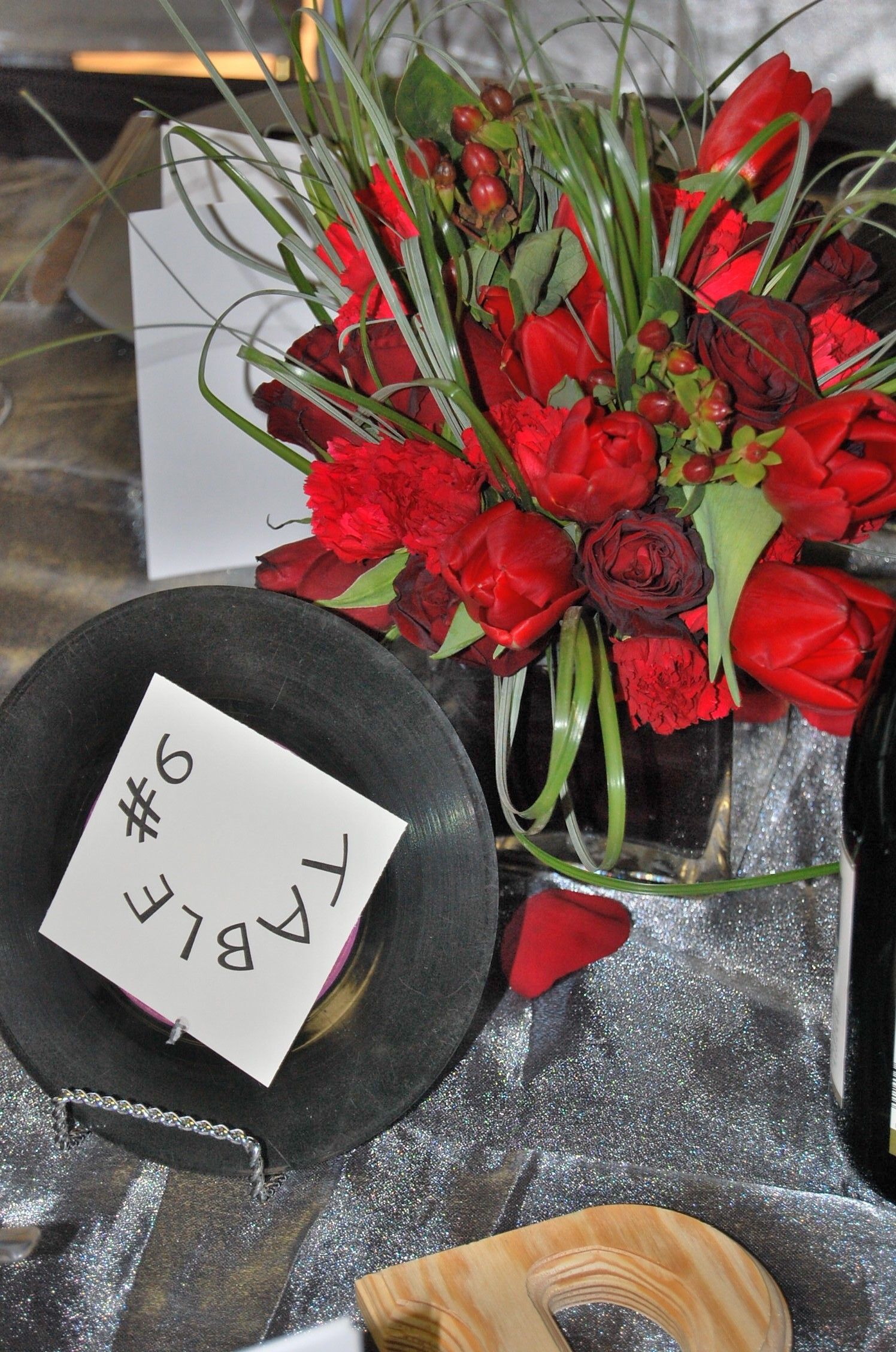 Reception, Flowers & Decor, red, black, Centerpieces, Flowers, Retro, Pour etre joli, 50th