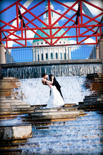 Bride, Groom, Arch, St, Plaza, Louis, Love and life photography, Keener