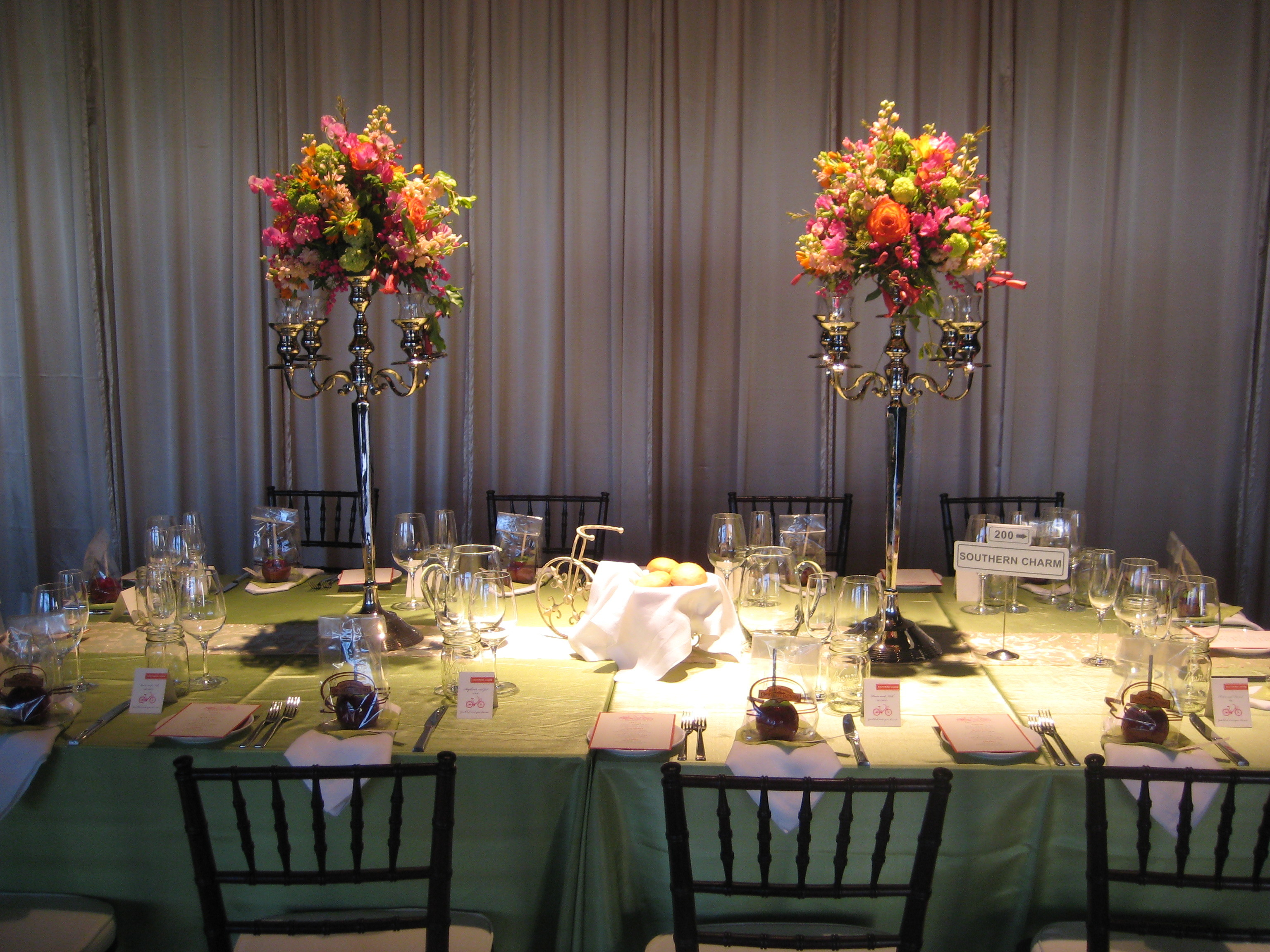 Flowers & Decor, Decor, green, Flowers, Table