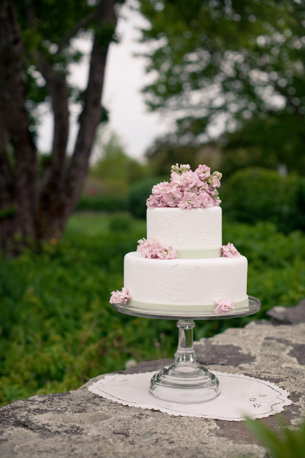Flowers & Decor, Cakes, cake, Flowers, Garden wedding, Backyard wedding