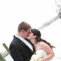 Beauty, Wedding Dresses, Fashion, white, yellow, blue, black, dress, Hair, Water, Couple, Kissing