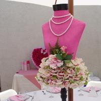 pink, Centerpiece