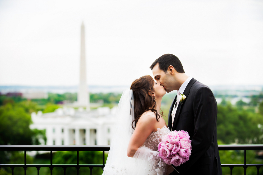 pink, Bride, Groom, Kiss, Couple, Dc, Monument, Mall, Elizabeth andrew