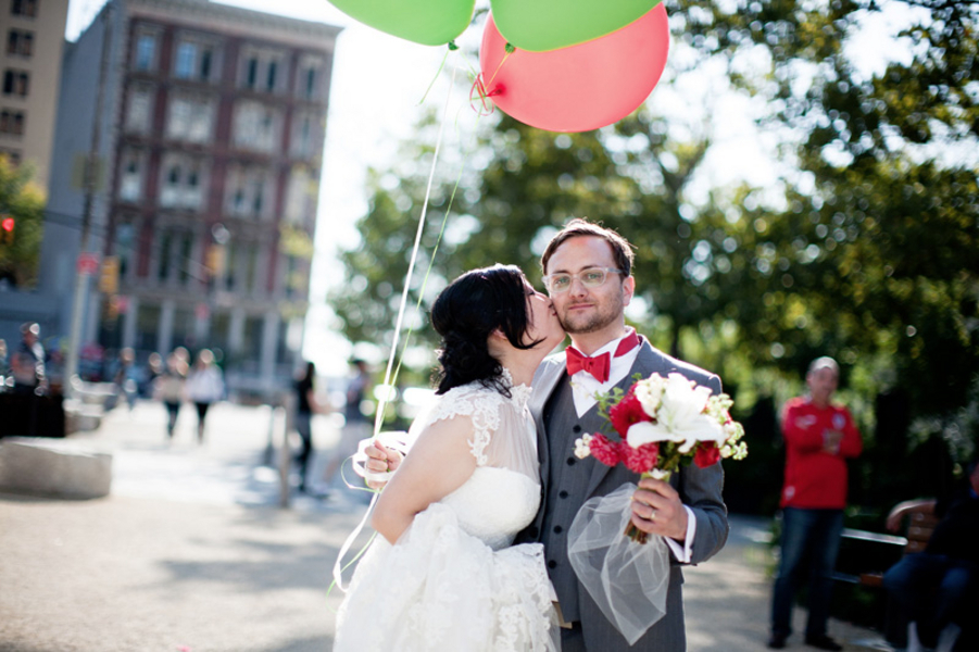 red, green, Bride, Groom, Kiss, Balloons, Trendy, Clara dave