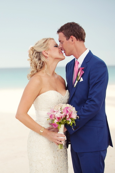 pink, blue, Beach, Bouquet, Kiss, Couple, Navy, Kristin broen