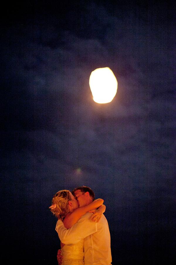 Kiss, Lanterns, Couple, Sky, Moon, Kristin broen
