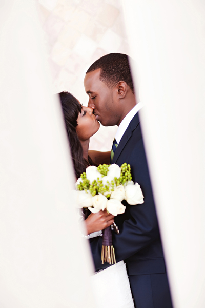 Bride, Portraits, Groom, Kiss, Crystal wicksell