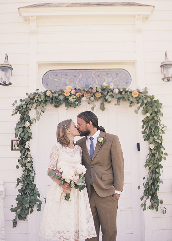 Bride, Groom, Portrait, Kiss, Church, Couple, Door, Garland, Newlyweds, Kiki dan