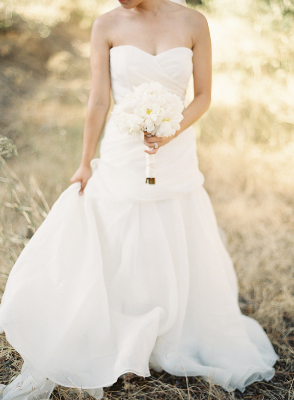 white, Bride, Roses, Bouquet, Gown, Diana john, Diana j
