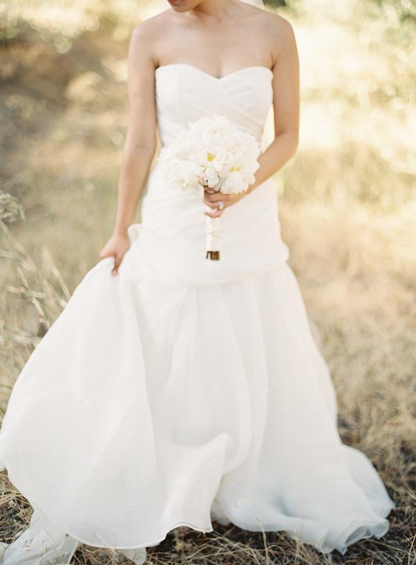 white, Bride, Roses, Bouquet, Gown, Diana john, Diana j
