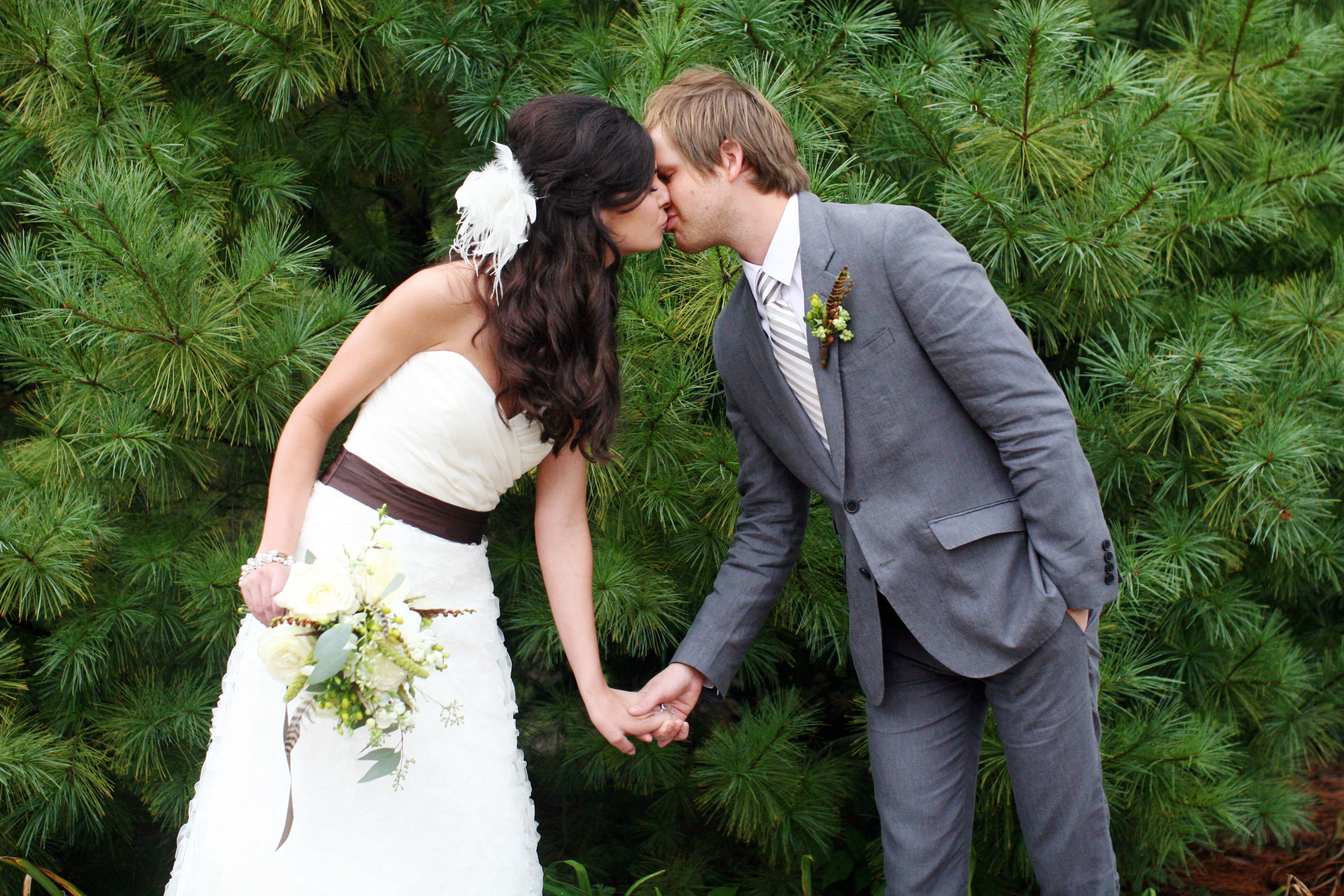 Fall, Rustic, Bride, Groom, Kiss, Courtney sawyer