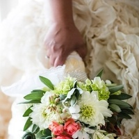 white, ivory, green, Roses, Bouquet, Bridal, Succulents, Chalinee craig