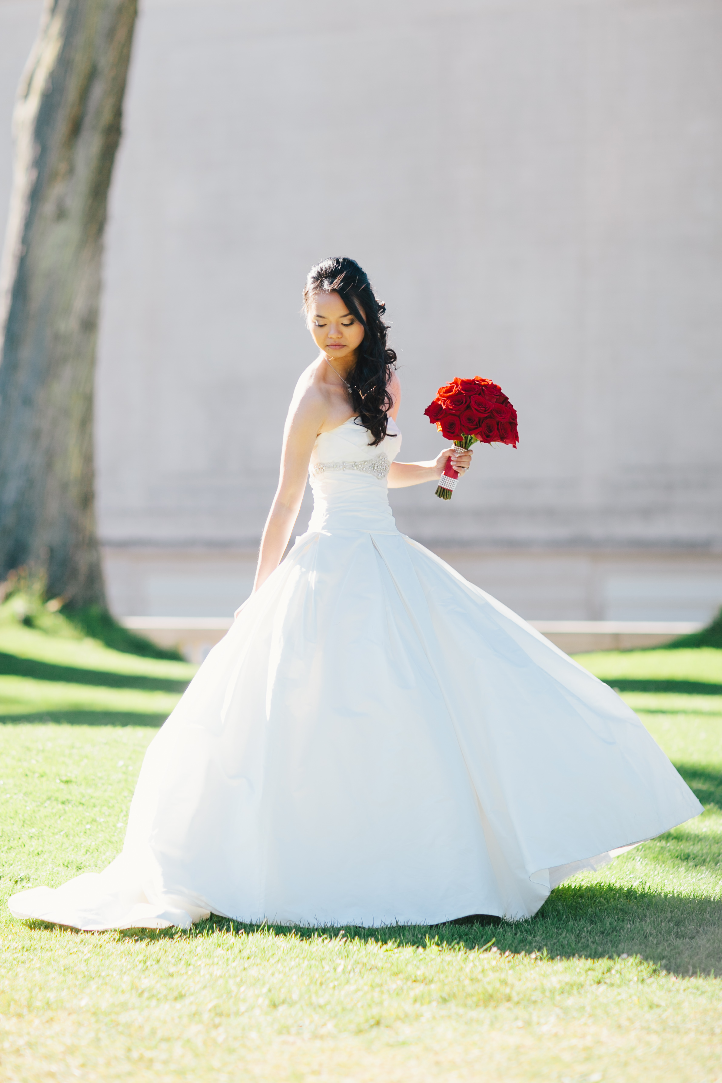 red, Bride, Roses, Bouquet, Gown, Wedding, Ballgown, Blanca, Paloma, Wendy jason