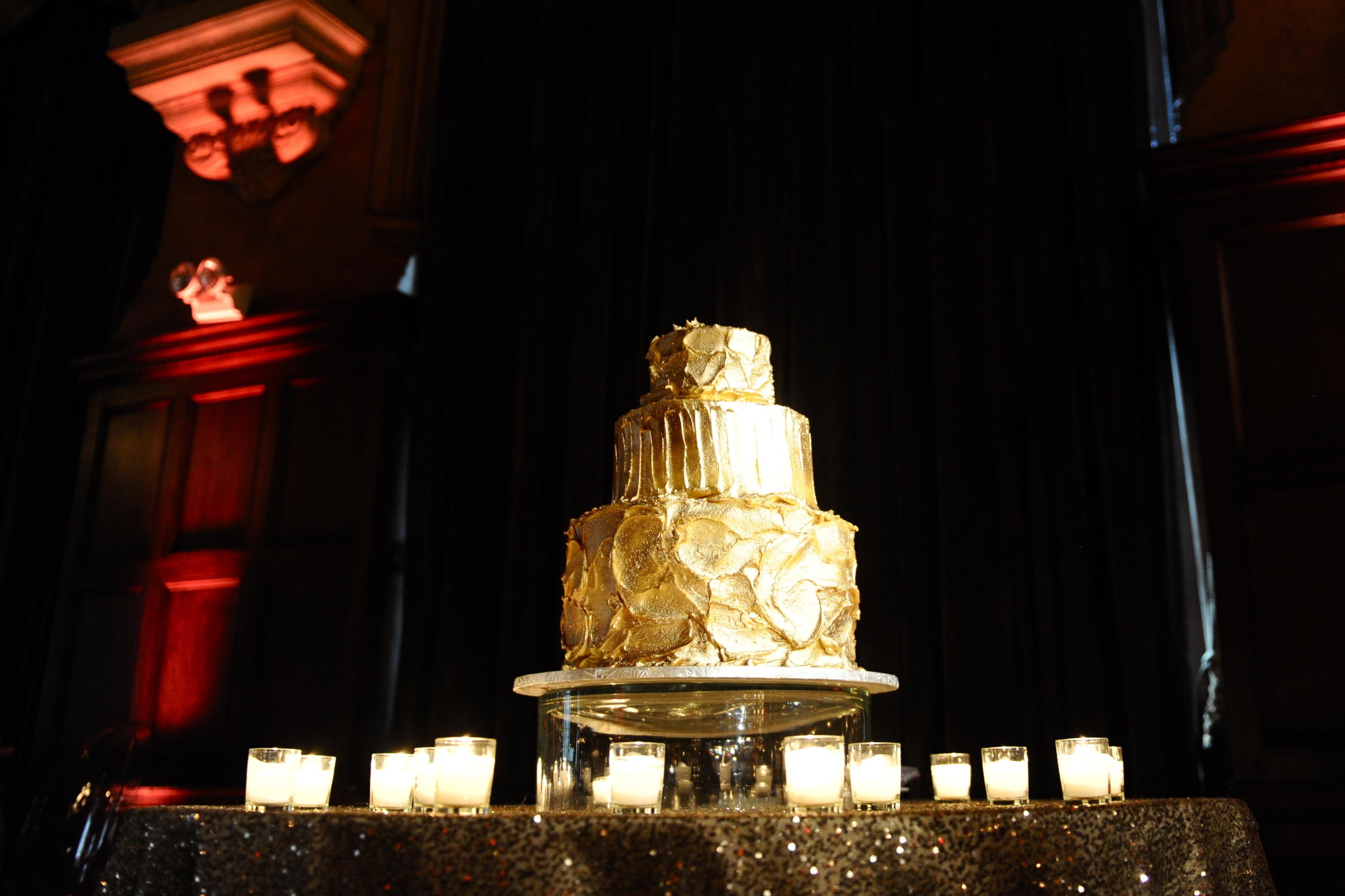 Persephone eddie, Gold wedding cake
