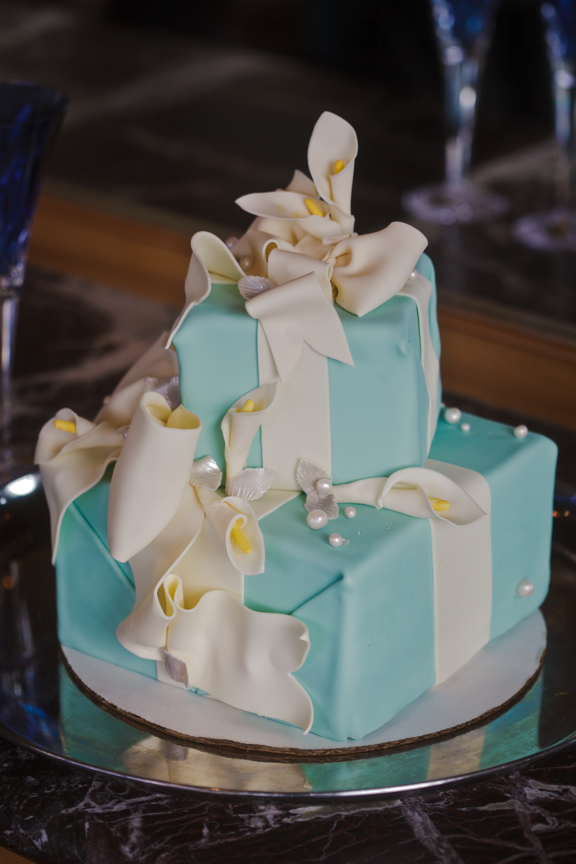 Tiffany Box wedding cake with Calla Lilies silver leaves