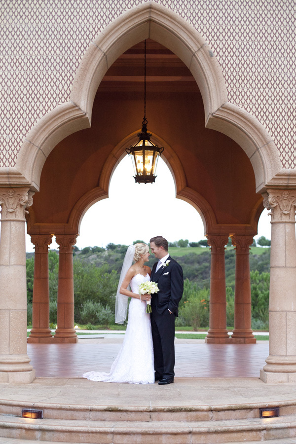 Classic, Bride, Groom, Portrait, Dramatic, Archway, Lauren doug