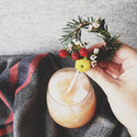 1375582610_thumb_1369928522_content_diy_mini-holiday-wreath-stir-stick_8