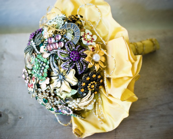 Bridal Bouquet Made Of Jewels : Diy brooch bouquet tutorial project wedding