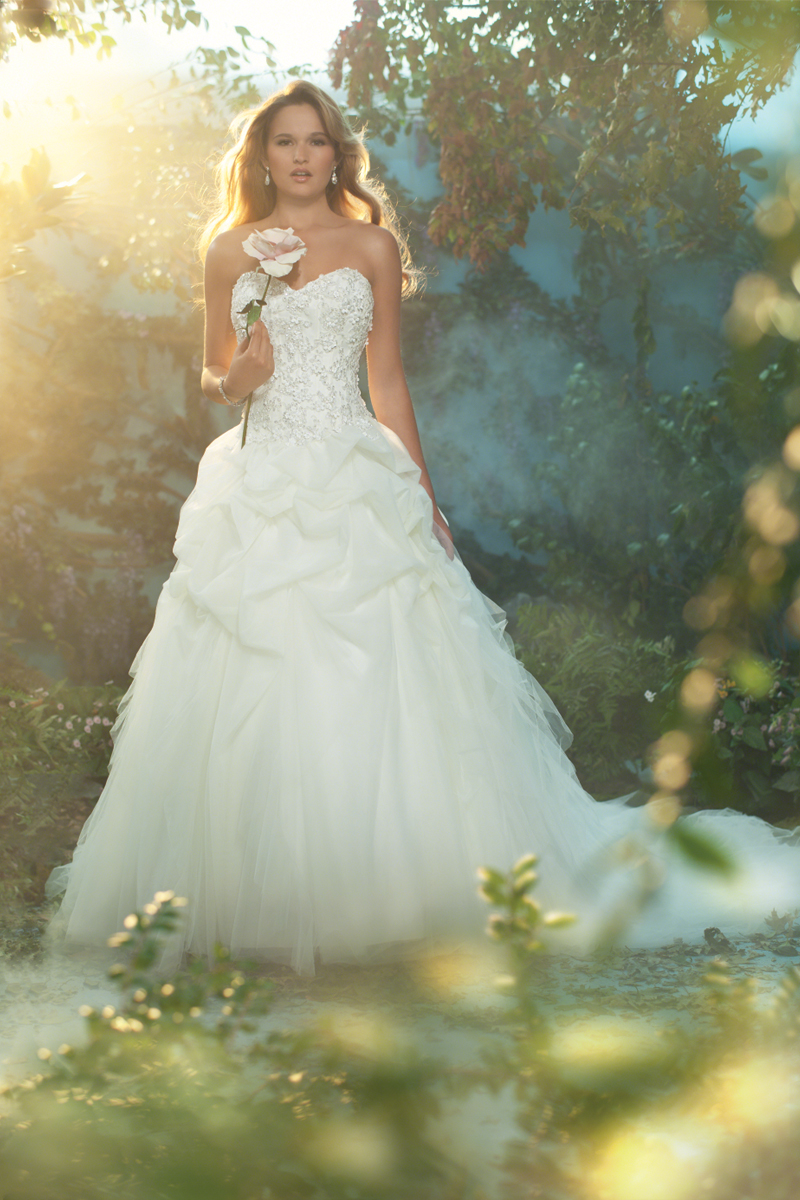 Wedding Dresses, Sweetheart Wedding Dresses, Ball Gown Wedding Dresses, Fashion, Sweetheart, Strapless, Strapless Wedding Dresses, Beading, Tulle, Alfred angelo, Ruffle, Ball gown, semi-cathedral train, Beaded Wedding Dresses, tulle wedding dresses