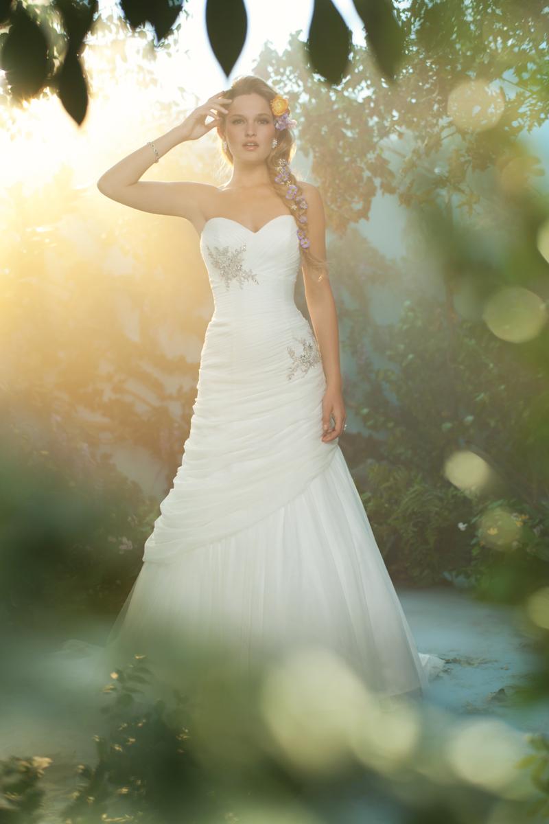 Wedding Dresses, Sweetheart Wedding Dresses, Ball Gown Wedding Dresses, Fashion, Sweetheart, Strapless, Strapless Wedding Dresses, Beading, Alfred angelo, Ball gown, chapel train, Beaded Wedding Dresses