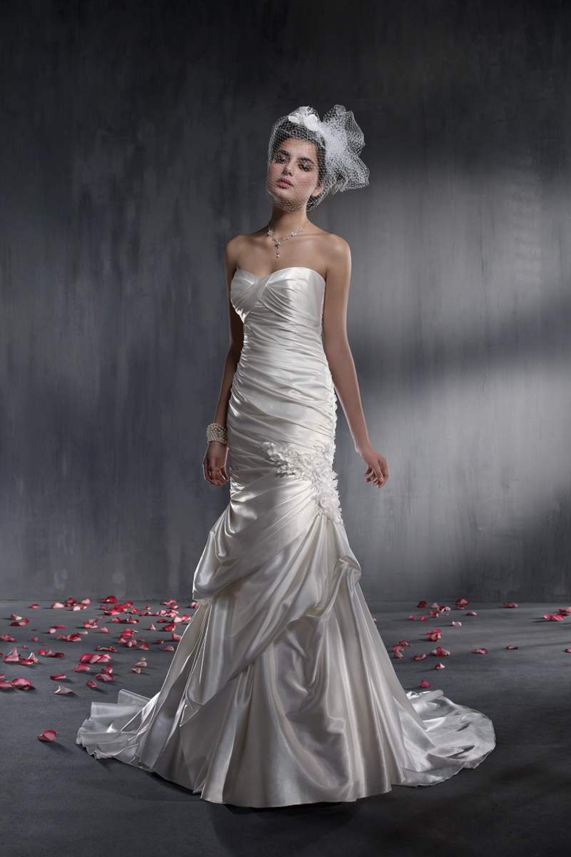 Wedding Dresses, Fashion, Fit and flare, Charmeuse, Alfred angelo, Ruching, pick-up skirt