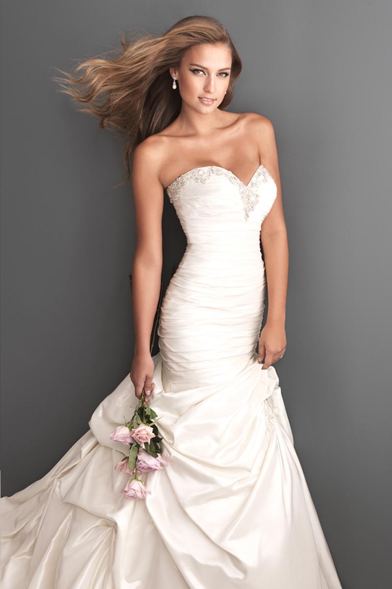 Wedding Dresses, Sweetheart Wedding Dresses, Fashion, Sweetheart, Strapless, Strapless Wedding Dresses, Fit and flare, Allure Bridals, Swarovski crystals
