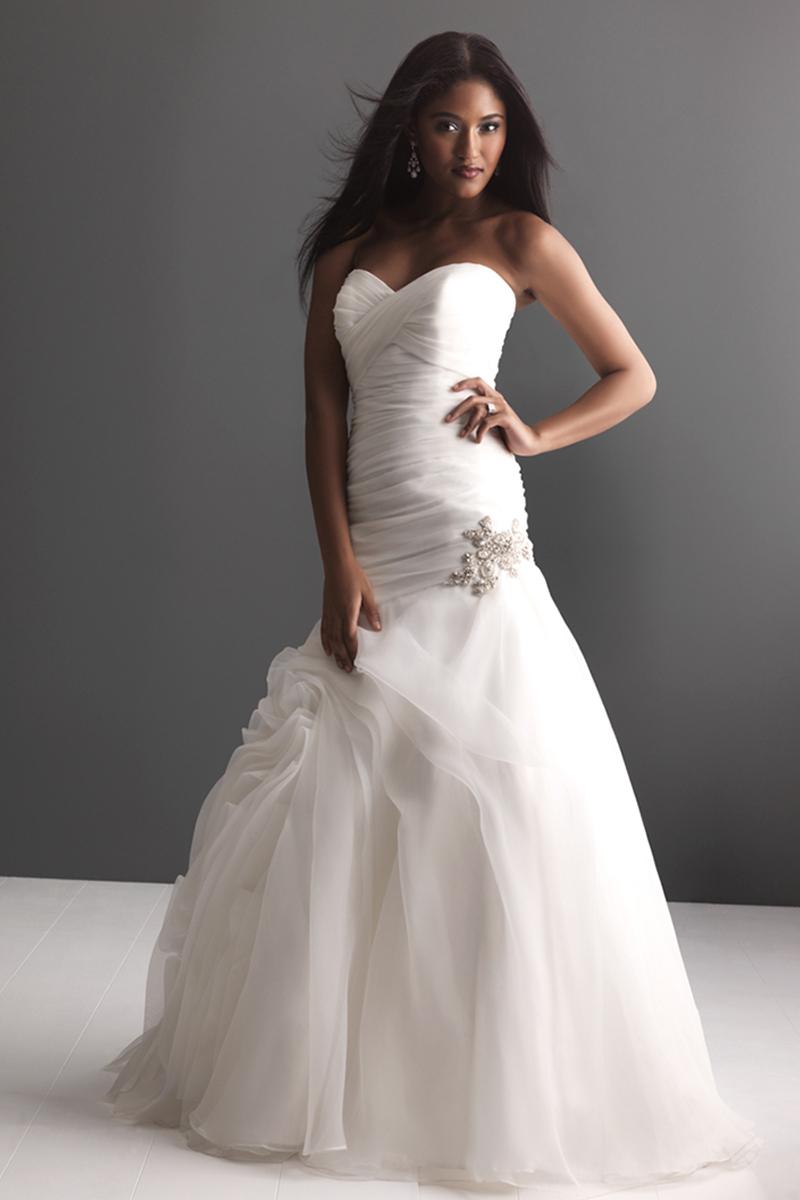 Wedding Dresses, Fashion, Strapless, Strapless Wedding Dresses, Allure Bridals, Organza, Ruching, sweep train, organza wedding dresses