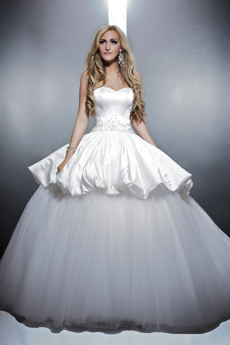 Sweetheart Wedding Dresses, Romantic Wedding Dresses, Fashion, ivory, Modern, Romantic, Sweetheart, Strapless, Strapless Wedding Dresses, Beading, Short, Tulle, Satin, Floor, Formal, Wedding dress, Dropped, Pick-ups, Sleeveless, Avant-Garde, Angel Rivera, ball goen, Short Wedding Dresses, Modern Wedding Dresses, Beaded Wedding Dresses, tulle wedding dresses, satin wedding dresses, Formal Wedding Dresses, Floor Wedding Dresses