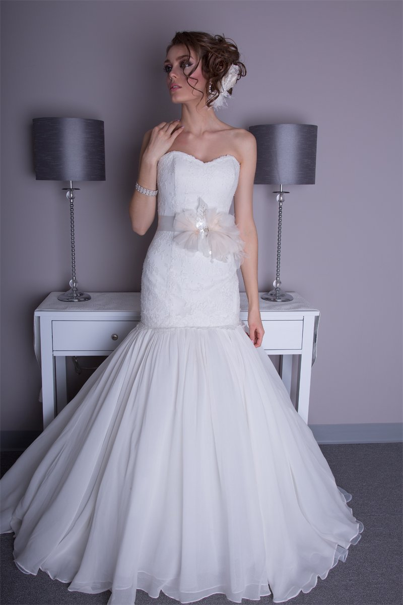 white, Spring, Summer, Modern, Romantic, Strapless, Floor, Formal, Organza, Natural, Silk, Sleeveless, Ruching, Avant-Garde, Angel Rivera