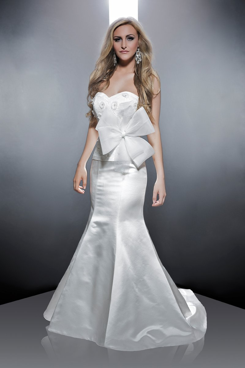 Sweetheart Wedding Dresses, Mermaid Wedding Dresses, Lace Wedding Dresses, Romantic Wedding Dresses, Fashion, ivory, Modern, Flowers, Romantic, Lace, Sweetheart, Strapless, Strapless Wedding Dresses, Beading, Satin, Floor, Formal, Wedding dress, Dropped, Sleeveless, Avant-Garde, Mermaid/Trumpet, Angel Rivera, Fit-n-Flare, Modern Wedding Dresses, Beaded Wedding Dresses, trumpet wedding dresses, satin wedding dresses, Flower Wedding Dresses, Formal Wedding Dresses, Floor Wedding Dresses