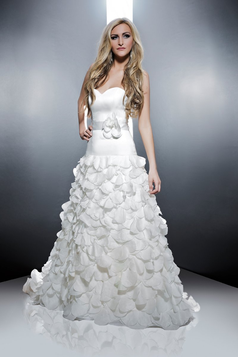 Sweetheart Wedding Dresses, Romantic Wedding Dresses, Fashion, white, ivory, Modern, Flowers, Romantic, Sweetheart, Strapless, Strapless Wedding Dresses, Satin, Petals, Floor, Formal, Wedding dress, Organza, Silk, Dropped, Sleeveless, Angel Rivera, Sash/Belt, Modern Wedding Dresses, organza wedding dresses, satin wedding dresses, Flower Wedding Dresses, Formal Wedding Dresses, Silk Wedding Dresses, Floor Wedding Dresses, Sash Wedding Dresses, Belt Wedding Dresses