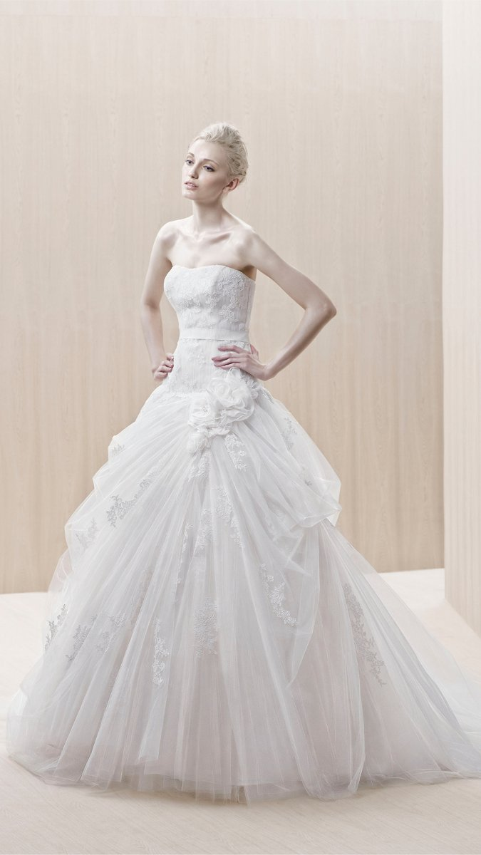 Wedding Dresses, Sweetheart Wedding Dresses, A-line Wedding Dresses, Lace Wedding Dresses, Romantic Wedding Dresses, Fashion, white, ivory, Flowers, Romantic, Lace, Sweetheart, Strapless, Strapless Wedding Dresses, A-line, Tulle, Floor, Museum, Ruching, Blue by Enzoani, historic site, modern space, tulle wedding dresses, Flower Wedding Dresses, Floor Wedding Dresses