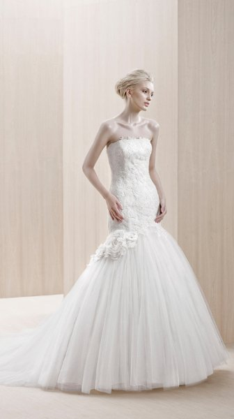Wedding Dresses, Mermaid Wedding Dresses, Lace Wedding Dresses, Romantic Wedding Dresses, Fashion, white, ivory, Modern, Flowers, City, Romantic, Lace, Strapless, Strapless Wedding Dresses, Tulle, Floor, Ballroom, Pleats, Ruching, Mermaid/Trumpet, Fit-n-Flare, Blue by Enzoani, modern space, Modern Wedding Dresses, trumpet wedding dresses, tulle wedding dresses, Flower Wedding Dresses, Floor Wedding Dresses