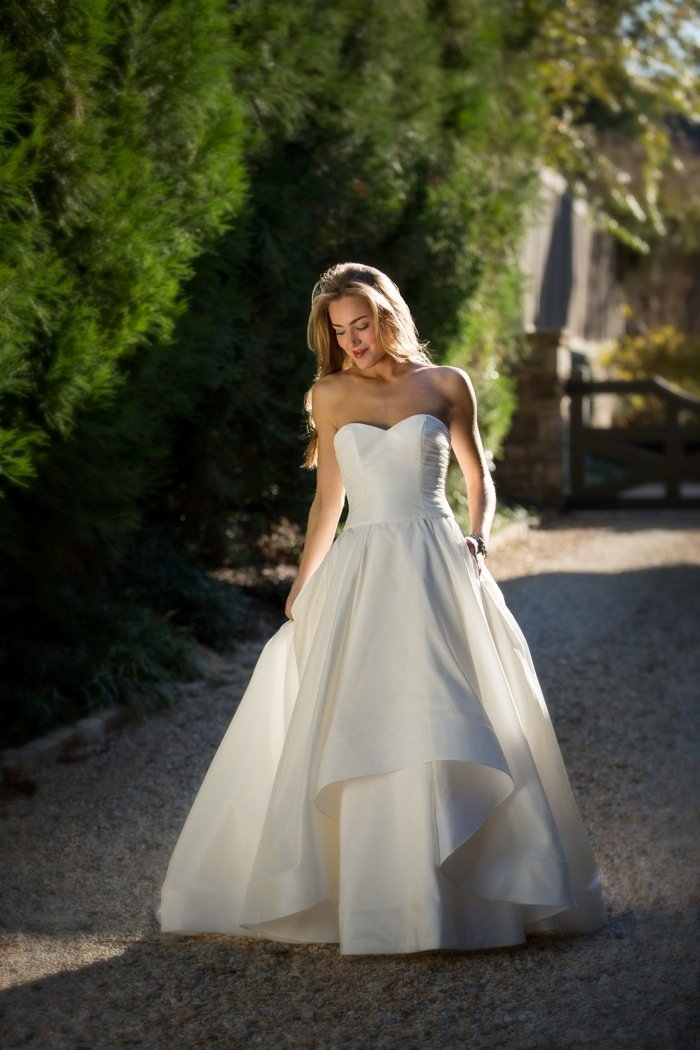Wedding Dresses, Sweetheart Wedding Dresses, Fashion, Sweetheart, Anne barge, Strapless, Strapless Wedding Dresses, Tiers, Dropped, Taffeta, taffeta wedding dresses, Tiered Wedding Dresses