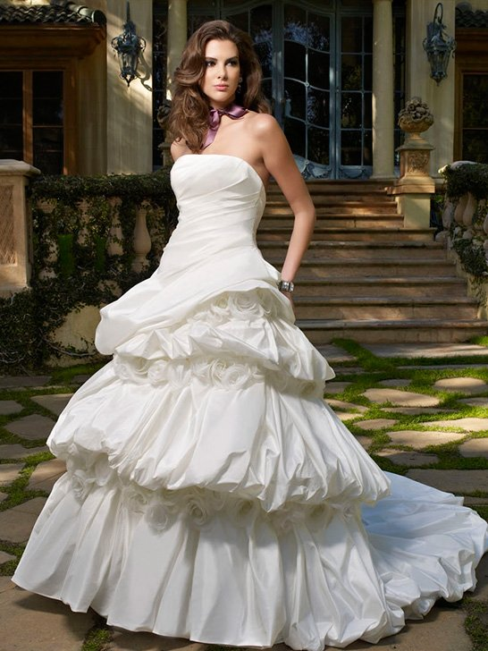 Wedding Dresses, Ball Gown Wedding Dresses, Fashion, white, Flowers, Strapless, Strapless Wedding Dresses, Floor, Formal, Ballroom, Museum, Pick-ups, Ball gown, Shantung, Cb couture, Avant-Garde, historic site, modern space, Flower Wedding Dresses, Formal Wedding Dresses, Floor Wedding Dresses, Shantung Wedding Dresses