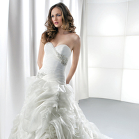 Wedding Dresses, Sweetheart Wedding Dresses, Ruffled Wedding Dresses, Romantic Wedding Dresses, Fashion, Romantic, Sweetheart, Beading, Corset, Demetrios, Organza, Ruffles, Glamour, Ruching, dropped waist, Beaded Wedding Dresses, organza wedding dresses