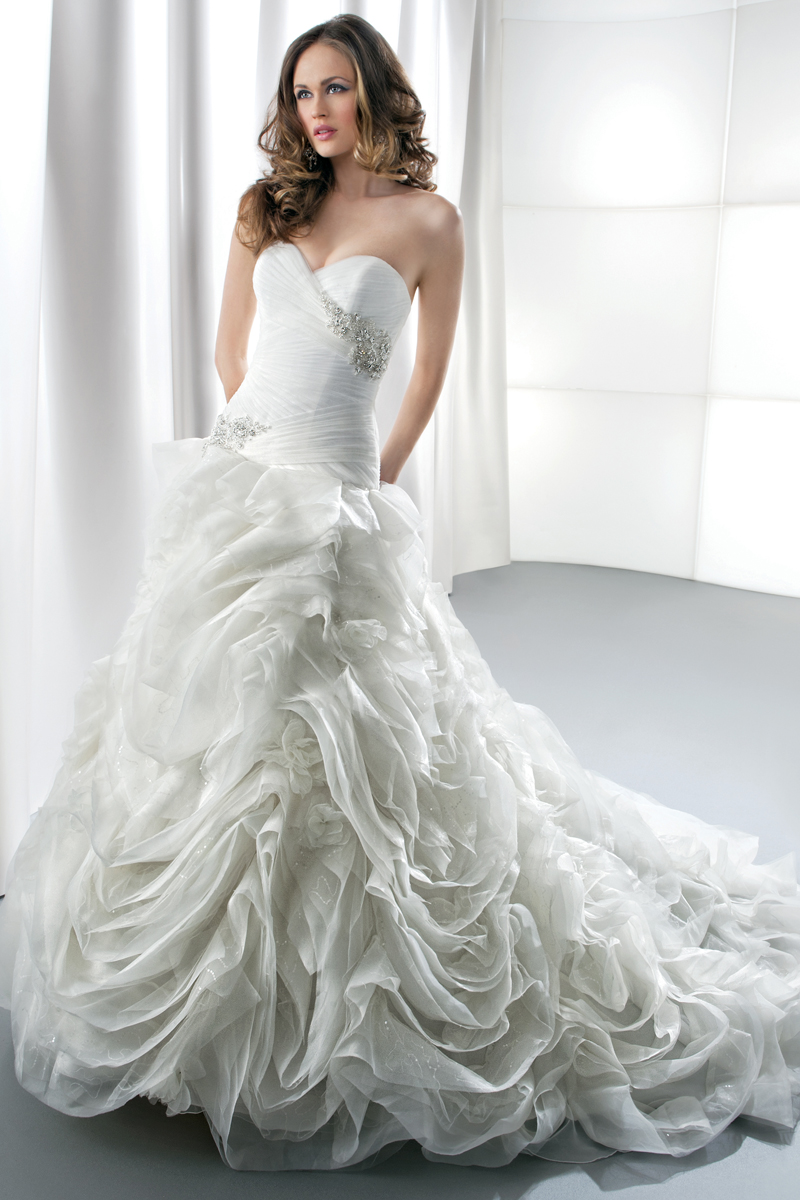 Turmec strapless organza wedding dress with ruffled skirt for Wedding dresses with ruffles