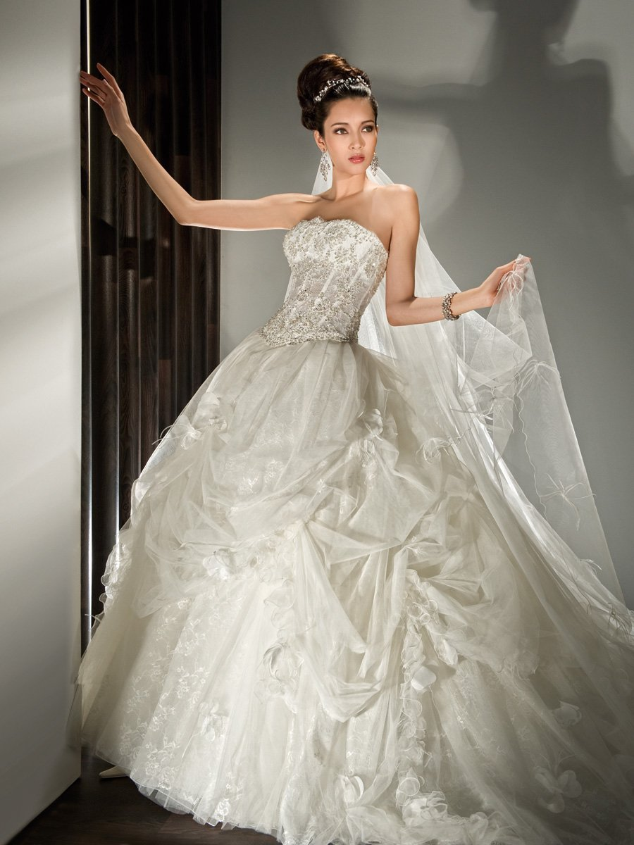 Wedding Dresses, Ball Gown Wedding Dresses, Ruffled Wedding Dresses, Fashion, Strapless, Strapless Wedding Dresses, Tulle, Demetrios, Ruffles, Draped, Ruffled, Ball gown, corset bodice, lace back, tulle skirt, lace underlay, tulle wedding dresses