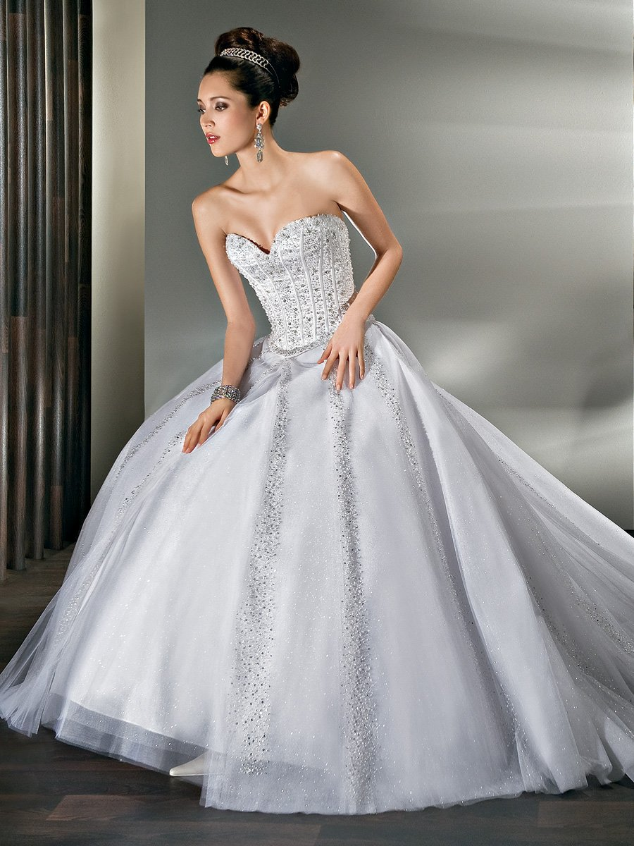 Wedding Dresses, Sweetheart Wedding Dresses, Ball Gown Wedding Dresses, Fashion, Sweetheart, Strapless, Strapless Wedding Dresses, Tulle, Demetrios, Sparkling, Beaded, Ball gown, basque waist, removable train, wrap around train, tulle wedding dresses