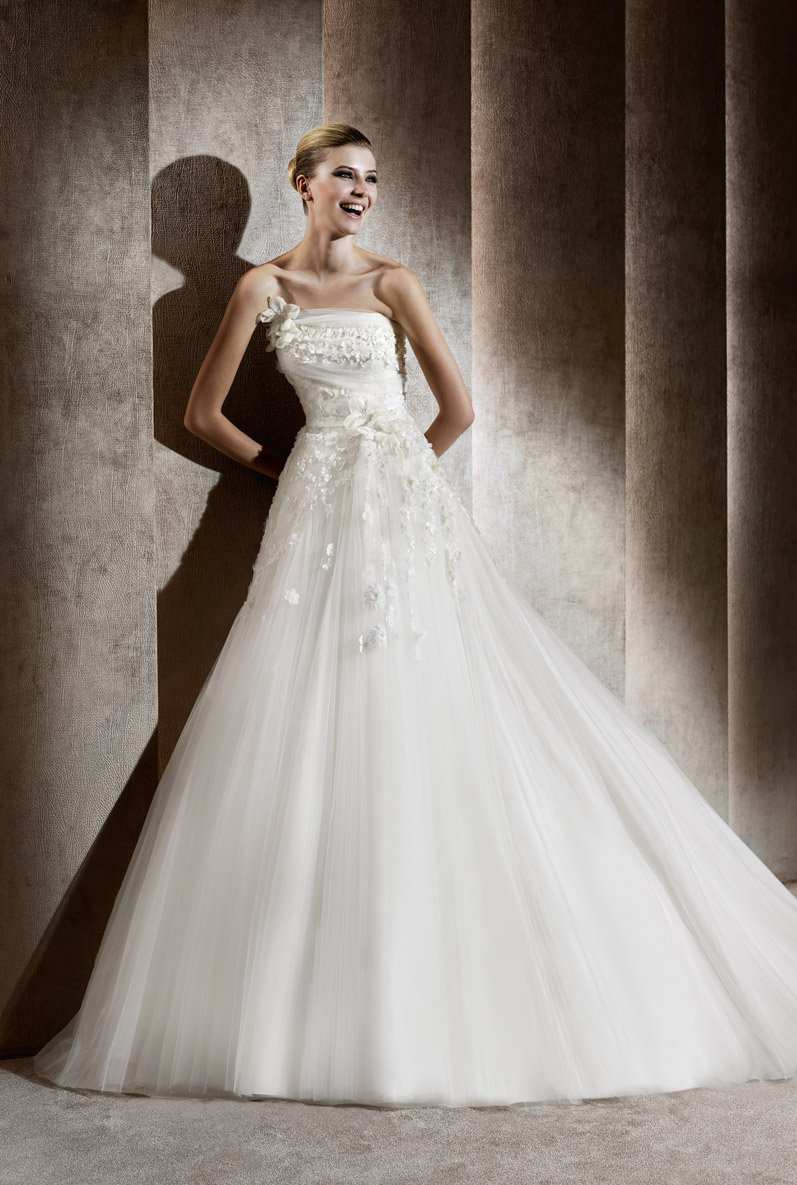 Wedding Dresses, Sweetheart Wedding Dresses, A-line Wedding Dresses, Ball Gown Wedding Dresses, Romantic Wedding Dresses, Fashion, Modern, Flowers, Romantic, Sweetheart, Strapless, Strapless Wedding Dresses, A-line, Beading, Empire, Tulle, Floor, Formal, Sleeveless, Elie saab, Ball gown, Elie Saab Couture, elie saab for pronovias, Modern Wedding Dresses, Beaded Wedding Dresses, tulle wedding dresses, Flower Wedding Dresses, Formal Wedding Dresses, Floor Wedding Dresses
