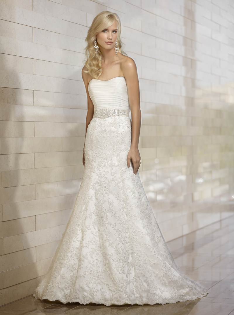 Wedding Dresses, Lace Wedding Dresses, Fashion, Lace, Strapless, Strapless Wedding Dresses, Natural waist, Organza, Essense of australia, crystal beading, pleated bodice, organza wedding dresses