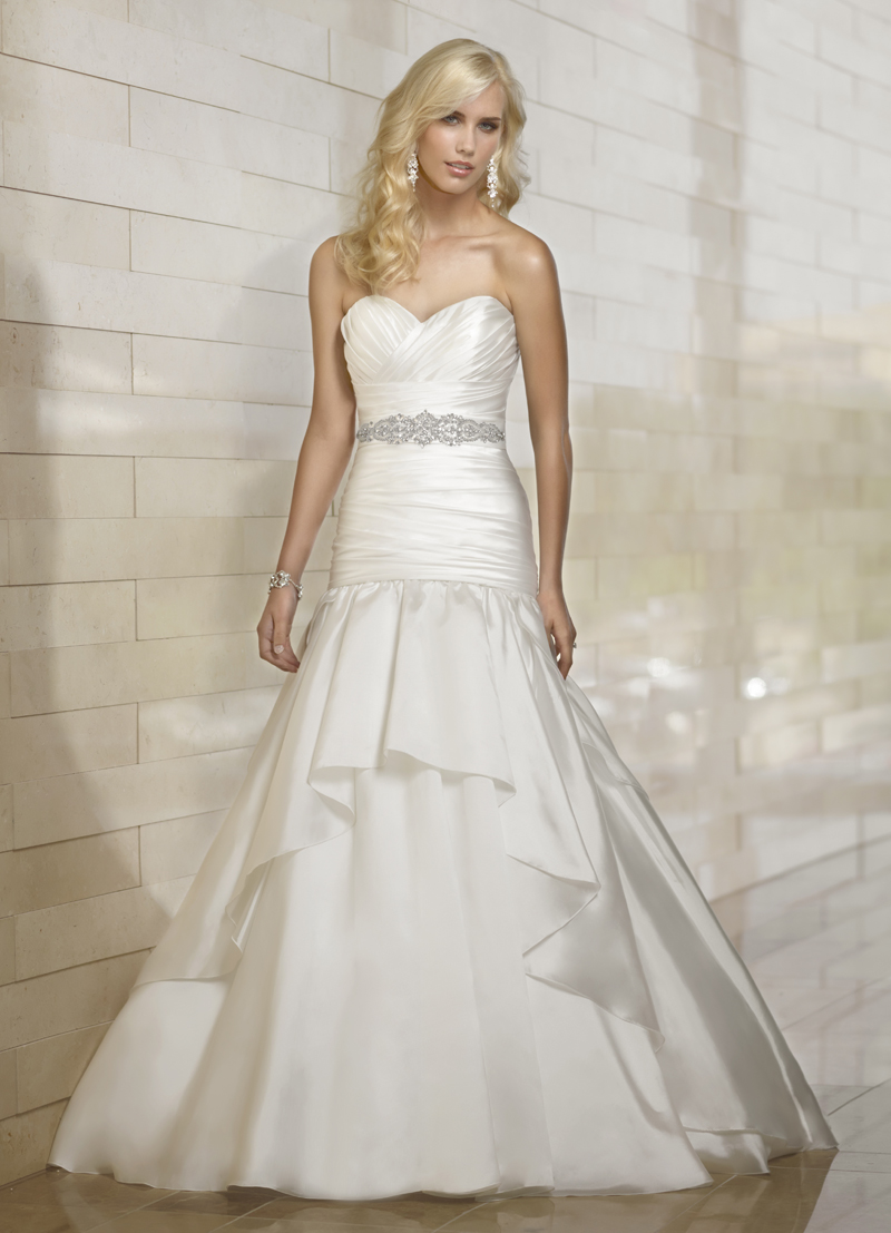 Wedding Dresses, Sweetheart Wedding Dresses, Fashion, Sweetheart, Strapless, Strapless Wedding Dresses, Fit and flare, Essense of australia, Ruching, dropped waist, beaded waist, tiered skirt, court train