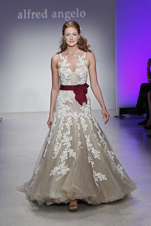Wedding Dresses, Lace Wedding Dresses, Romantic Wedding Dresses, Fashion, Spring Weddings, Garden Weddings, V-neck Wedding Dresses, Alfred angelo