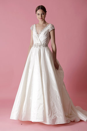 Wedding Dresses, Ball Gown Wedding Dresses, Traditional Wedding Dresses, Fashion, Classic Weddings, V-neck Wedding Dresses, Badgley mischka, Wedding Dresses with Sleeves