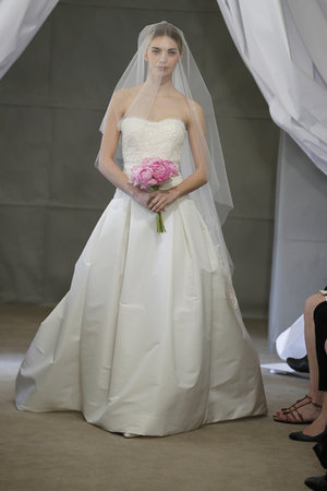 Wedding Dresses, Ball Gown Wedding Dresses, Traditional Wedding Dresses, Fashion, Classic Weddings, Strapless Wedding Dresses, Carolina herrera