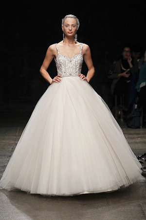 Wedding Dresses, Sweetheart Wedding Dresses, Ball Gown Wedding Dresses, Fashion, Classic Weddings, Glam Weddings, Lazaro, Tradtitional Wedding Dresses
